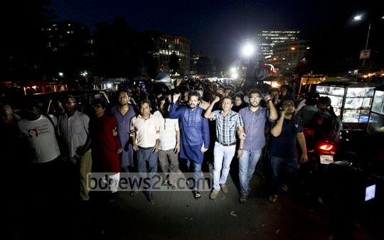 Ganajagaran Mancha activists take out a procession at Dhaka's Shahbagh on Tuesday ahead of the verdict on war criminal Delwar Hossain Sayedee's appeal against his death sentence. Photo: asaduzzaman pramanik/ bdnews24.com