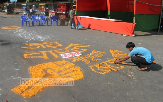 Ganajagaran Mancha activists prepare at Dhaka's Shahbagh ahead of the verdict on war criminal Delwar Hossain Sayedee's appeal against his death sentence on Wednesday. Photo: nayan kumar/ bdnews24.com