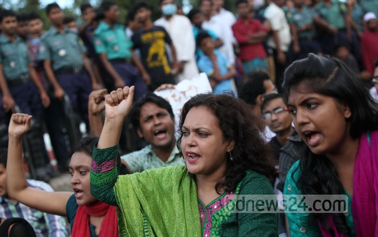 Three factions of Ganajagaran Mancha held rallies at the same time at Shahbagh on Friday against the Sayedee appeal verdict. Photo: bdnews24.com