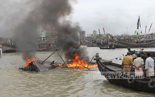 A fishing trawler, FV Monir, caught fire when its engine exploded on Saturday at Chittagong's Fishery Ghat. Photo: suman babu/ bdnews24.com
