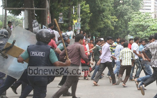 Police charge baton on BNP activists blocking the road in front of their party office in Chittagong during 20-party Alliance's nationwide general strike on Monday. Photo: suman babu/ bdnews24.com