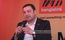 Banglalink CEO Ziad Shatara speaks at an event to launch a new service - 'Minute Back on Call Drop' on Sunday. Photo: nayan kumar/ bdnews24.com