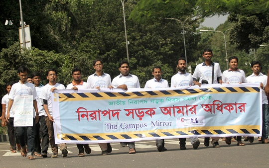 Various social organisations take out a rally in the capital on Wednesday to mark the National Road Safety Day 2014. Photo: asif mahmud ove/ bdnews24.com
