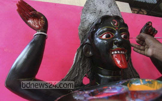 An artisan working on the face of an idol of Hindu goddess Kali. The photo was taken from Dhaka's Ramna Kali Temple on Wednesday. Photo: tanvir ahammed/ bdnews24.com