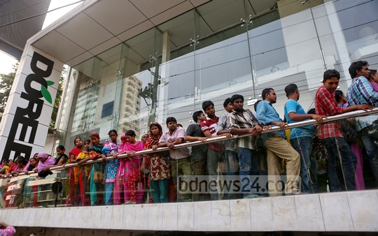 Workers of the Doreen Fashion Limited demonstrate in front of the head office of their company at Dhaka's Bnagla Motor area demanding payment of their outstanding wages on Wednesday. Photo: bdnews24.com