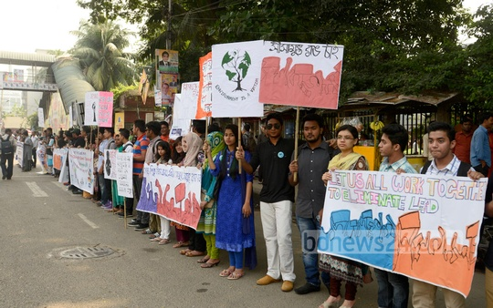 Several organisations form a human chain in front of the National Press Club on Friday, marking the International Lead Prevention Awareness Week. Photo: asif mahmud ove/ bdnews24.com