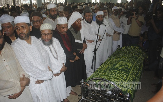 The funeral prayers for war criminal and former Jamaat-e-Islami chief Ghulam Azam are being held at Baitul Mukarram National Mosque on Saturday. Photo: bdnews24.com