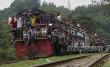 A Chittagong University-bound shuttle train chock-a-block with admission seekers on the first day of the university's admission test for the session 2014-15 on Monday. Photo: suman babu/ bdnews24.com