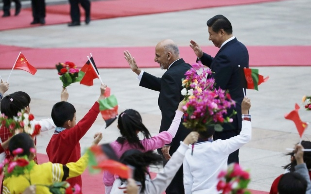 Afghanistan's President Ashraf Ghani Ahmadzai and China's President Xi Jinping (R) wave to students during a welcoming ceremony outside the Great Hall of the People, in Beijing, October 28, 2014. Reuters