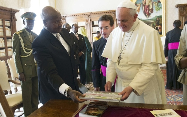 Pope Francis exchanges gifts with Uganda's President Yoweri Museveni during a private audience at the Vatican October 27, 2014. Reuters