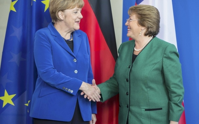 German Chancellor Angela Merkel and Chile's President Michelle Bachelet (R) shake hands after a news conference following talks at the Chancellery in Berlin October 27, 2014. Reuters