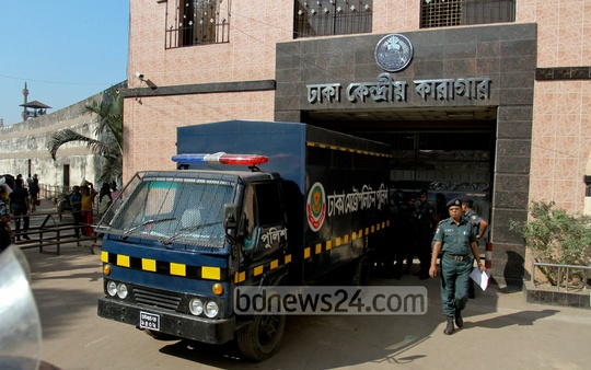 A prison van takes Jamaat chief Motiur Rahman Nizami from Dhaka Central Jail to the International Crimes Tribunal for his trial verdict on Wednesday. Photo: tanvir ahammed/ bdnews24.com