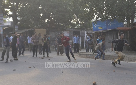 Jamaat-e-Islami supporters hurl stones at police in Rajshahi city during Thursday's strike called in protest against Motiur Rahman Nizami's death sentence. Photo: Gulbar Ali Juwel/ bdnews24.com