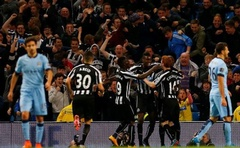 Newcastle United's Moussa Sissoko (3rd R) celebrates his goal against Manchester City with team mates during their English League Cup match at the Etihad Stadium in Manchester. Reuters