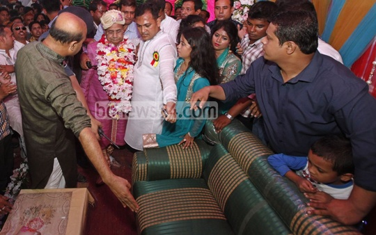 The groom, Railways Minister Mazibul Hoque, arrives at the house of his to be in-laws at Kongai village in Comilla's Chandina. Photo: asaduzzaman pramanik/ bdnews24.com