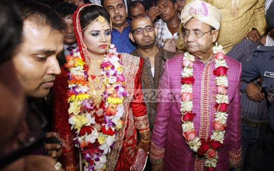 Just married - Railways Minister Mazibul Hoque and his bride Honufa Akter Rikta. Photo: asaduzzaman pramanik/ bdnews24.com