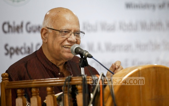 Finance Minister AMA Muhith speaks at a seminar by Social Development Foundation (SDF) at LGED auditorium at Agargaon on Thursday. Photo: asaduzzaman pramanik/ bdnews24.com