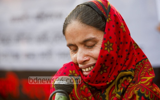Anwara Begum, mother of 'Asma' who died in the fire at Tazreen Fashions on Nov 24, 2012, breaks down in tears at a programme organised at Dhaka's Shahbagh on Friday. Photo: asaduzzaman pramanik/ bdnews24.com