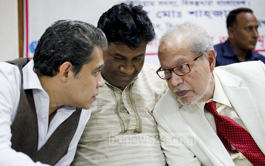 Bikalpadhara Bangladesh President AQM Badruddoja Chowdhury speaks with his son Mahi B Chowdhury at a programme marking 10th anniversary of Bikalpa Jubadhara on Friday. Photo: asaduzzaman pramanik/ bdnews24.com