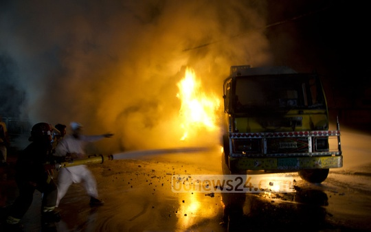 Firefighters try to control the flames on an oil tanker in front of a petrol pump in Tejgaon industrial area on Sunday. Photo: nayan kumar/ bdnews24.com