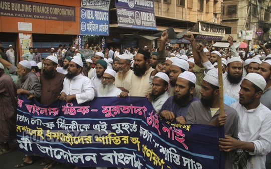 Hifazat-e Islam takes out a procession in capital on Monday demanding Latif Siddique's arrest and death penalty. Photo: asif mahmud ove/ bdnews24.com