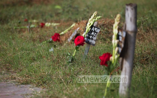 Flowers placed on the graves of those died in a fire at the Tazreen garment factory on the second anniversary of the disaster, in Dhaka on Monday. Photo: nayan kumar/ bdnews24.com
