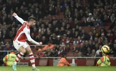 Arsenal's Olivier Giroud shoots to score a goal during their English Premier League match against Manchester United at the Emirates Stadium in London November 22, 2014. Reuters