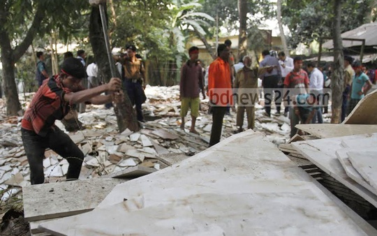 Railway authorities demolish illegal establishments on its property near Chittagong's MA Aziz Stadium on Thursday. Photo: suman babu/ bdnews24.com