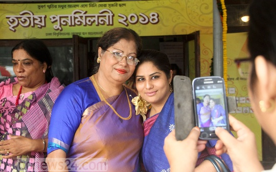 Guests take photos on mobile phones during Ruqayyah Hall's third reunion at Dhaka University on Friday. Photo: asif mahmud ove/ bdnews24.com