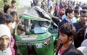 Six people, including a woman and her daughter, have been killed in a road accident on the Dhaka-Sylhet highway at Habignaj's Stuang area on Tuesday. Photo: bdnews24.com