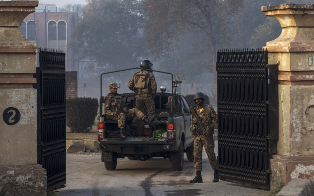 Army soldiers enter the Army Public School which was attacked by Taliban gunmen, in Peshawar December 17, 2014. REUTERS