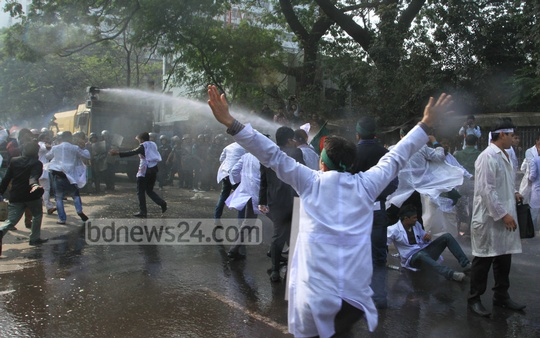 Police use water cannon to foil the demonstration of BSc Dental Students Association to press for its 4-point demands in front of the National Press Club on Wednesday. Photo: nayan kumar/ bdnews24.com