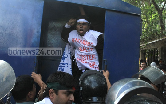 Police arrest some dental students in front of the National Press Club on Wednesday. Photo: nayan kumar/ bdnews24.com