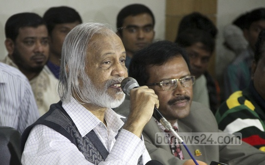BNP standing committee member Abdul Moeen Khan speaks at a discussion on Victory Day at Dhaka Reporters Unity on Friday. Photo: asif mahmud ove/ bdnews24.com