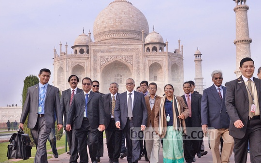 President M Abdul Hamid visits Agra's Taj Mahal with his entourage on Saturday. Photo: bdnews24.com