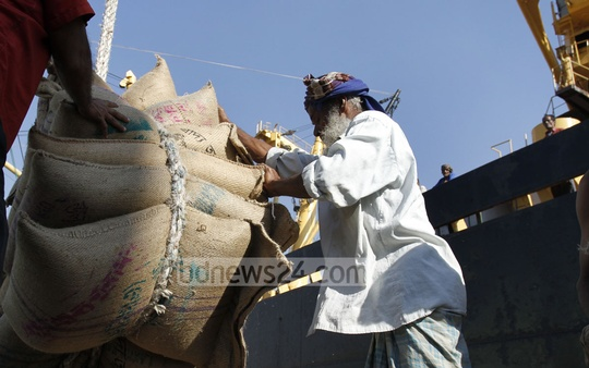 Rice is being loaded on vessels for shipping it to Sri Lanka. The two ships carrying first consignment of rice as part of an export deal with the island country left Chittagong Port on Monday. Photo: suman babu/ bdnews24.com
