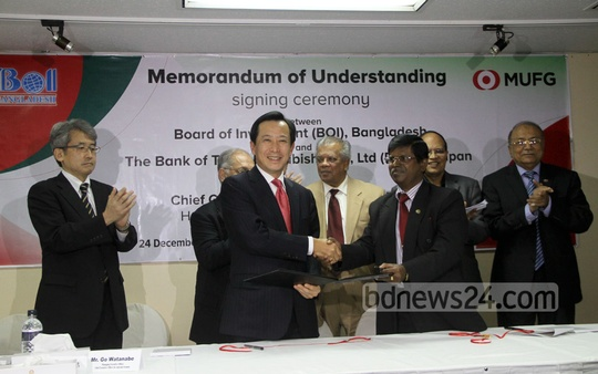 Bangladesh's Board of Investment and Japan's Bank of Tokyo-Mitsubishi UFJ Ltd sign a Memorandum of Understanding at a ceremony at the Pan Pacific Sonargaon hotel in Dhaka on Wednesday. Photo: asif mahmud ove/ bdnews24.com