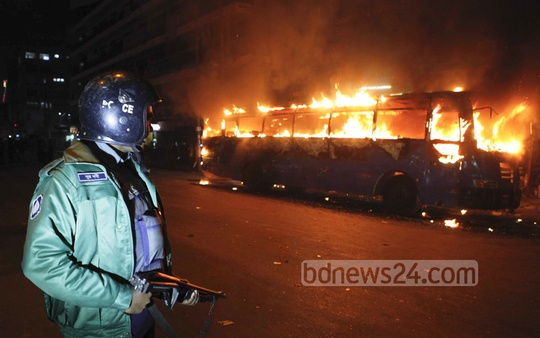 Miscreants set fire to a bus at Dhaka's Paltan intersection on Sunday, a day before the 20-Party Alliance's daylong shutdown. Photo: bdnews24.com