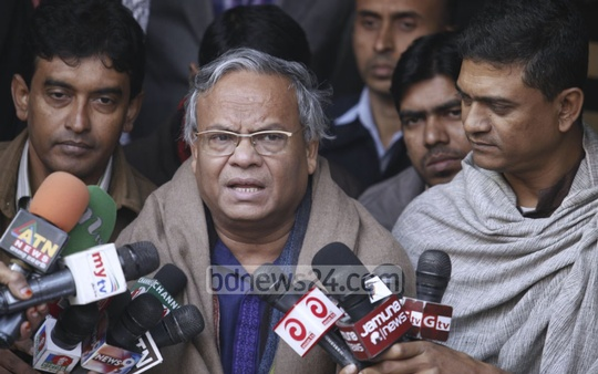 BNP Joint Secretary General Ruhul Kabir Rizvi briefs journalists at Naya Paltan headquarters during the shutdown called by the 20-Party Alliance. Photo: asaduzzaman pramanik/ bdnews24.com