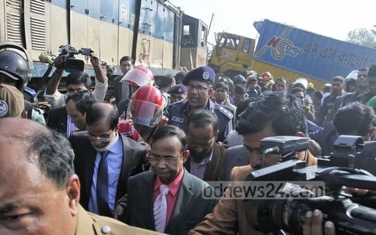 Railway Minister Mujibul Haque visits the spot where a train rams into a covered van near the Kamalapur rail container terminal, killing at least five people on Monday in Dhaka. Photo: tanvir ahammed/ bdnews24.com