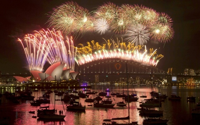 Fireworks light up the Sydney Harbour Bridge during the annual fireworks display to usher in the new year, early January 1, 2015. Reuters