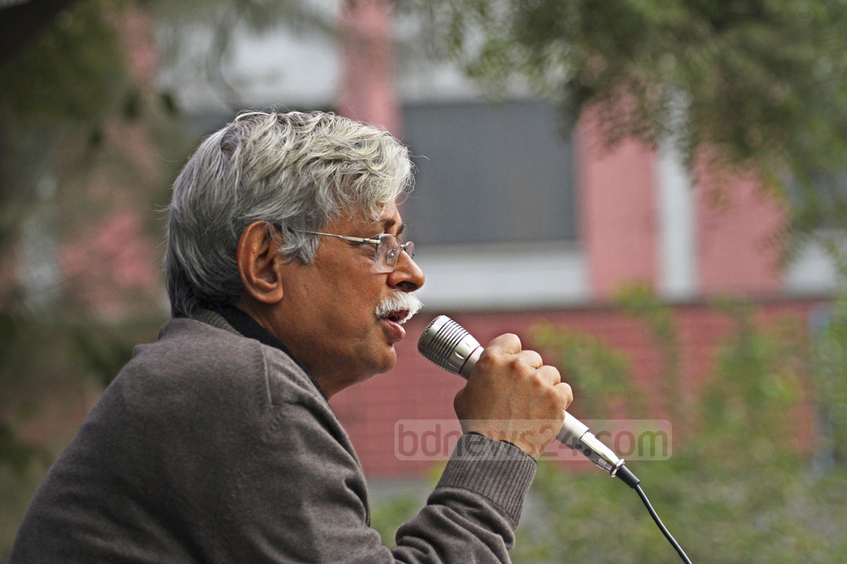 Writer Muhammad Zafar Iqbal speaks at the launch of Science Fiction Book Fair at Dhaka's Central Public Library in Shabagh on Friday. Photo: nayan kumar/ bdnews24.com