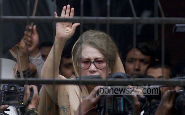 Many have died in violence during the countrywide blockade BNP chief Khaleda Zia called after she was stopped from leaving her Gulshan office on Jan 5, 2015.