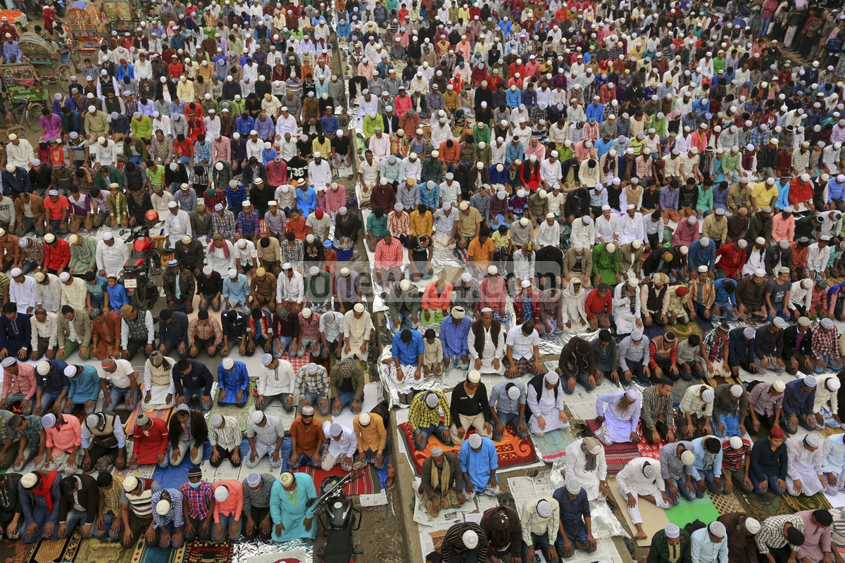 Devotees offer Jumma prayers on the first day of Bishwa Ijtema, the second largest religious congregation of Muslims in the world after the hajj, organised on the bank of the Turag river on Friday. Photo: mustafiz mamun/ bdnews24.com