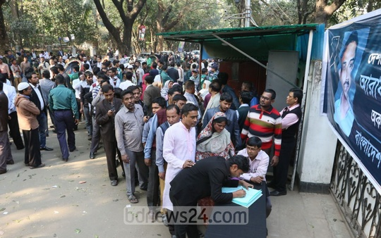 Activists of various affiliates of BNP gather in front of Khaleda Zia's Gulshan office to record their condolences on the condolence book as BNP chief Khaleda Zia's youngest son Arafat Rahman Coco died of a cardiac arrest in Malaysia on Saturday. Photo: asaduzzaman pramanik/ bdnews24.com