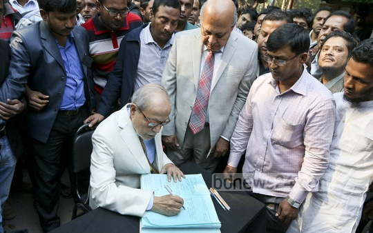 Bikalpadhara Bangladesh chief AQM Badruddoza Chowdhury writes on condolence book as BNP chief Khaleda Zia's youngest son Arafat Rahman Coco died of a cardiac arrest in Malaysia on Saturday. Photo: asaduzzaman pramanik/ bdnews24.com