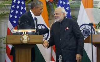 US President Barack Obama and India's Prime Minister Narendra Modi (R) shake hands after giving opening statements during a at Hyderabad House in New Delhi January 25, 2015. Reuters