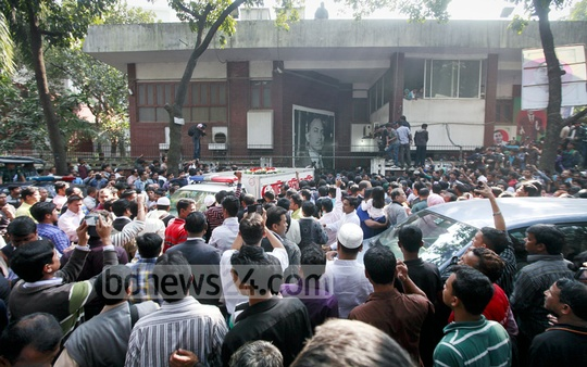 The body of Arafat Rahman Coco is being taken to the Baitul Mokarram National Mosque for the Namaz-e-Janaza on Tuesday. Photo: tanvir ahammed/ bdnews24.com