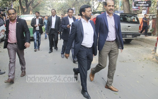 BGMEA leaders on the way to meet BNP Chairperson Khaleda Zia at her Gulshan office on Wednesday to hand over a memorandum urging her to take initiative to end ongoing political turmoil. Photo: bdnews24.com