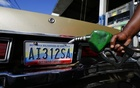 A worker fills up a car with fuel at a gas station in Caracas, Jan 12, 2015. Reuters